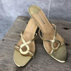 Shoes - 🔴 3 for 25 SALE 🔴 Bijou Gold Sandals size 7